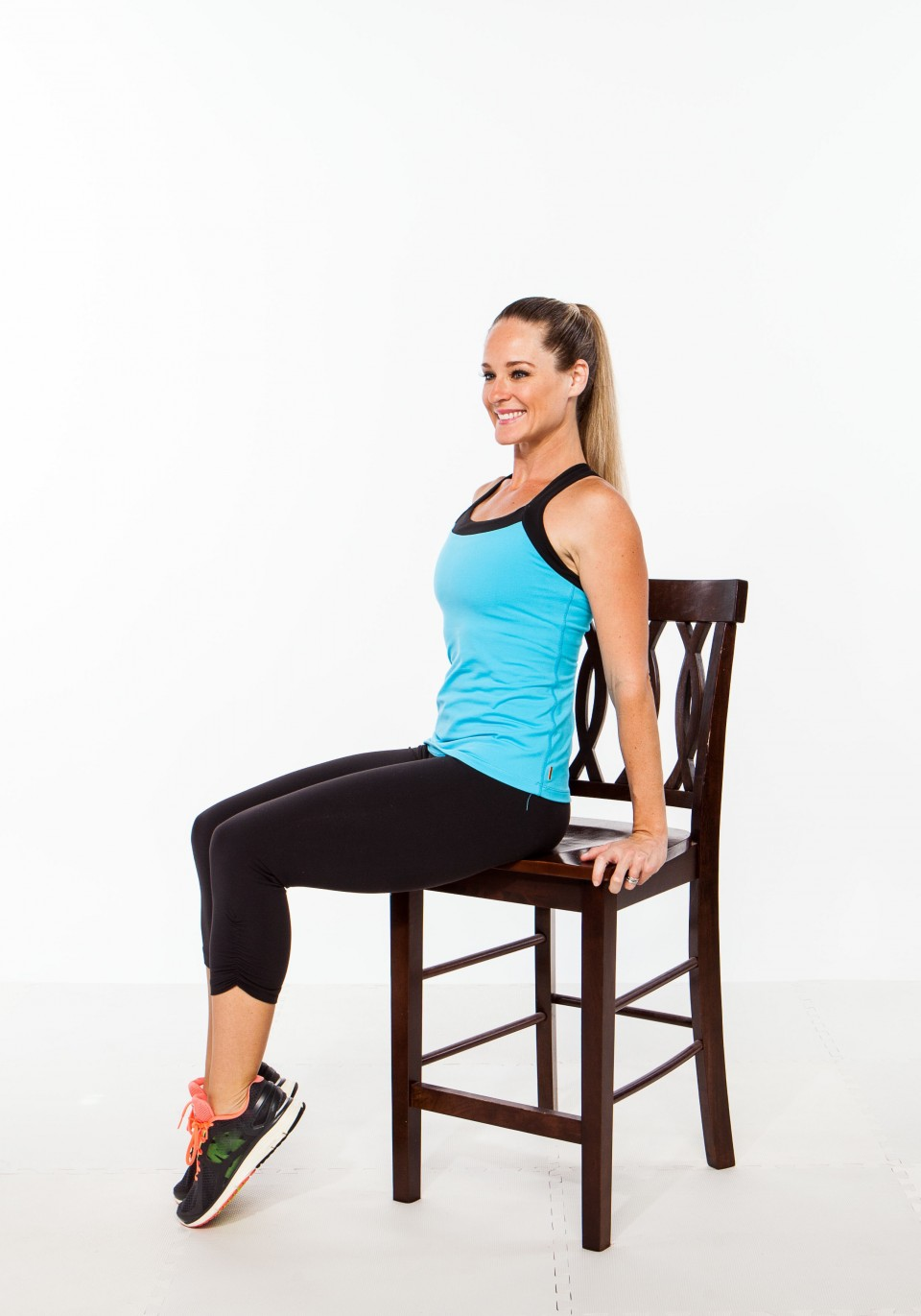 4. Tip toe/calve stretching - 5 minutes sneaky office chair exercise workout